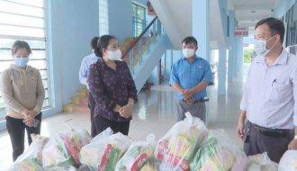 Liên đoàn Lao động tỉnh: Thăm, tặng quà Bệnh viện dã chiến số 1 tỉnh Trà Vinh