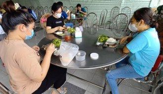 """Hỗ trợ bữa ăn cho đoàn viên, người lao động đang thực hiện """"3 tại chỗ"""""""