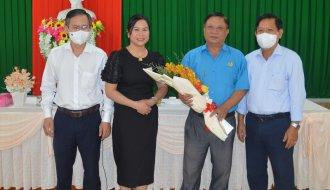 Trao quyết định nghỉ hưu đối với đồng chí Trần Trung Truyền, Phó Chủ tịch thường trực Liên đoàn Lao động tỉnh Trà Vinh