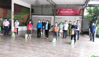 Liên đoàn Lao động huyện Tiểu Cần: Tặng 160 phần quà cho đoàn viên, người lao động khó khăn đang ở trọ.