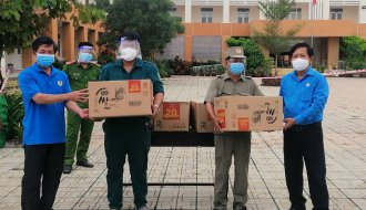 Thăm và tặng quà lực lượng trực khu cách ly tập trung trên địa bàn thành phố Trà Vinh